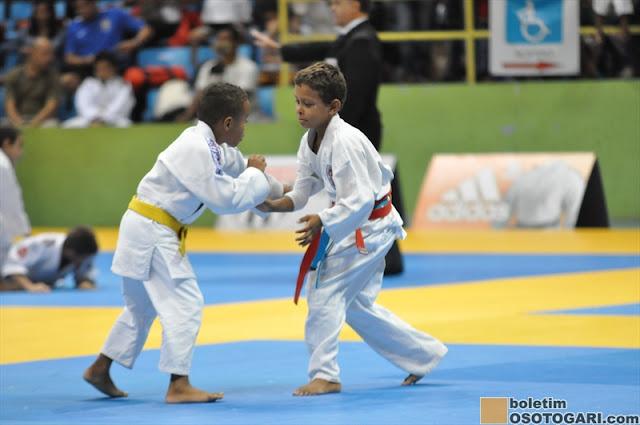 Judocas da Escolinha Municipal Mauro Sakai participam da Copa São Paulo de Judô