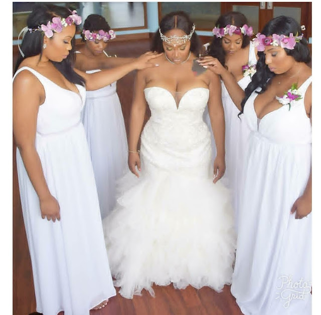 Bride and bridesmaids with Bridesmaids dresses