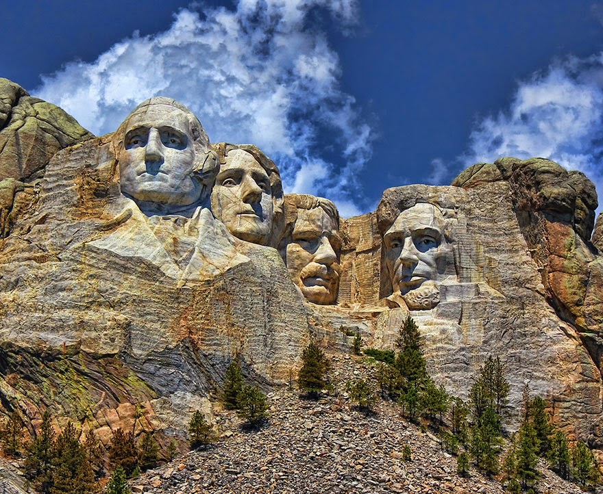16 Of Your Favorite Landmarks Photographed WITH Their True Surroundings! - Mount Rushmore