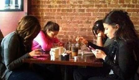 Pengaruh Sosial Media terhadap cara kita bersosialisasi