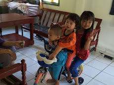 Lil' Iman .... satu ketika dahulu .... having fun with his girl cousins ...