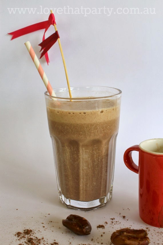 Mocha, Date and Banana Smoothie - totally delicious and addictive! Great way to get that caffine hit in summer. www.lovethatparty.com.au