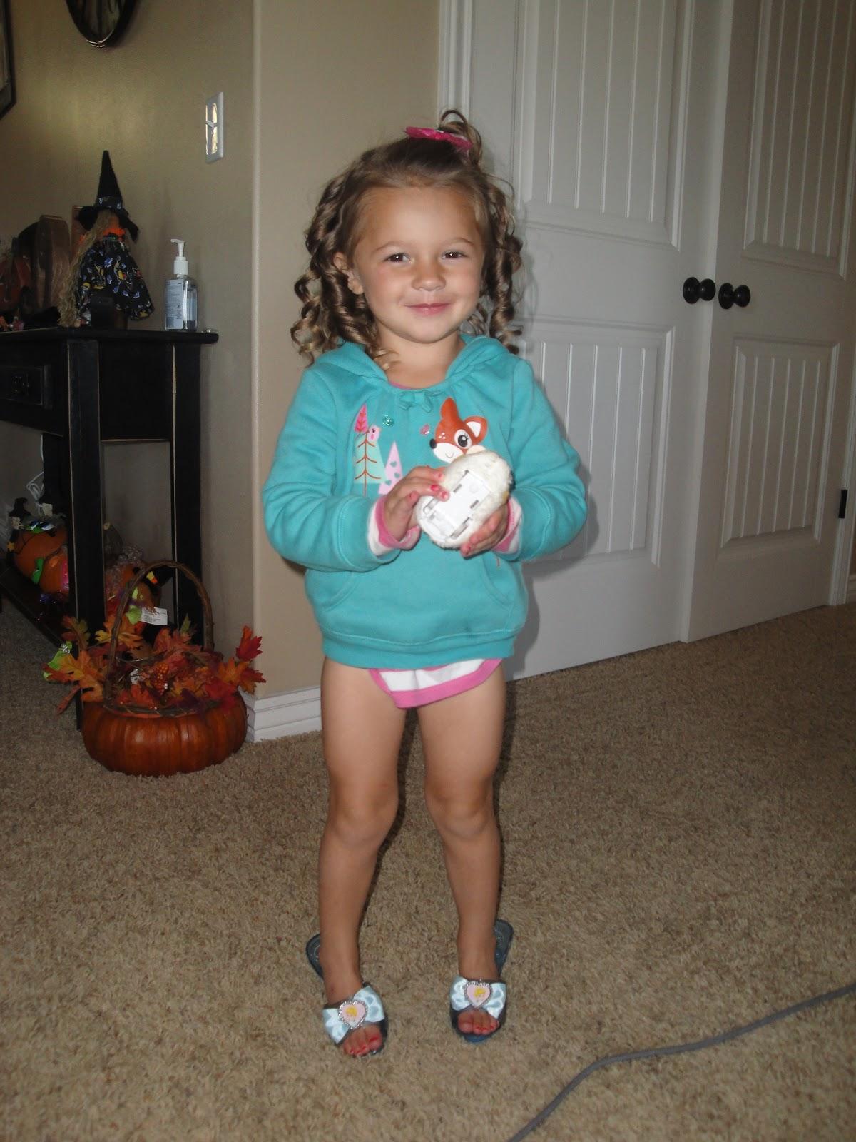 Little Girl Potty Pee Training   Download Foto, Gambar ...