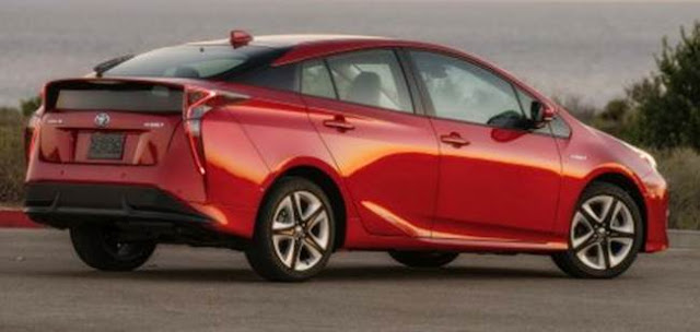 2018 Toyota Prius Hatcback Release Date and Price