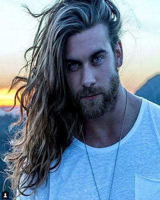 peinado con pelo largo arriba para hombre