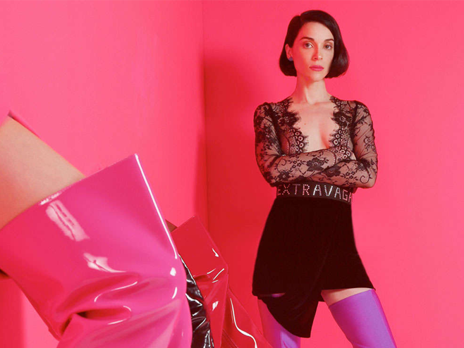 St. Vincent lança o colorido e sentimental videoclipe para a faixa 'New York'