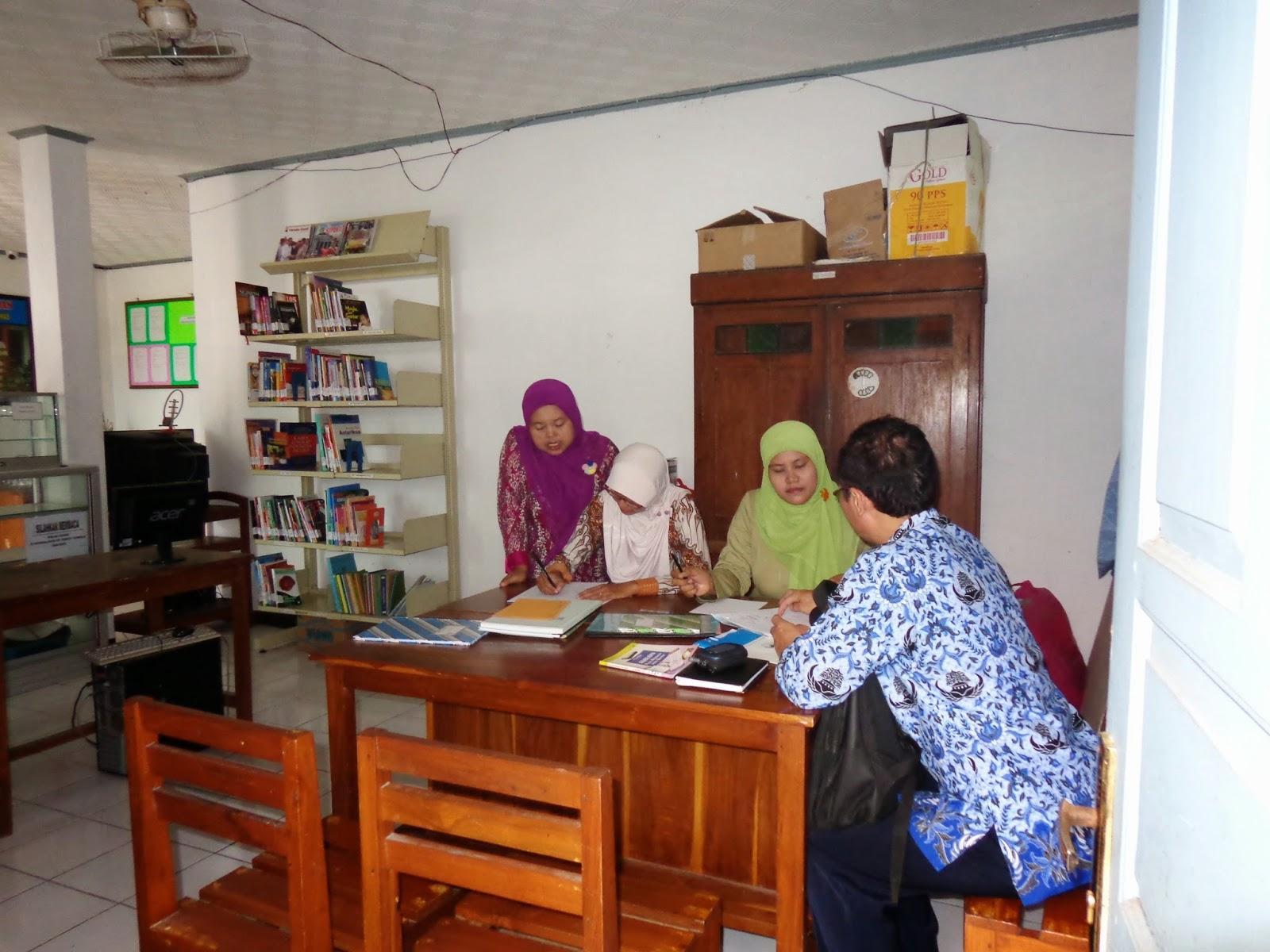 Monitoring dan evaluasi layanan perpustakaan
