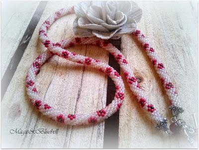 Gyönyhorgolt nyaklánc