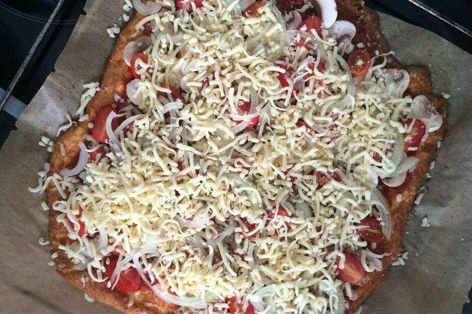 Low-Carb-Pizza mit viel Käse