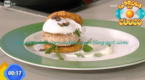Burger di pollo con salsa allo yogurt greco e tartufo ricetta Facchini da Prova del Cuoco