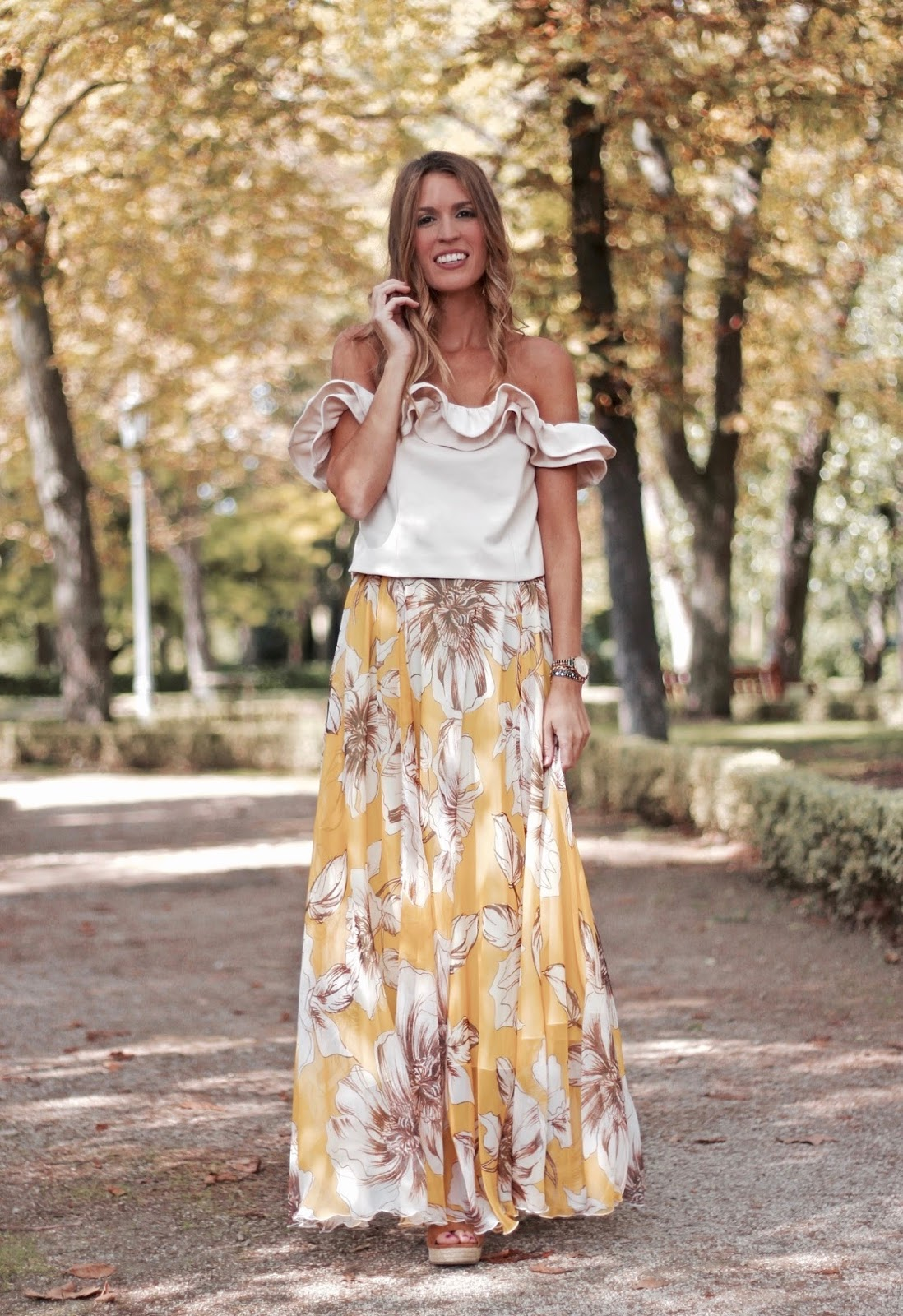 como combinar falda larga de flores