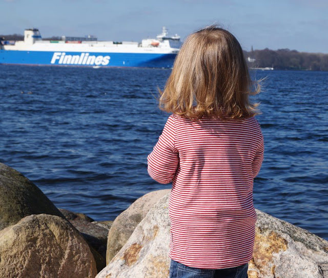 Maritime Lieblingsstücke: Kindermode von piapaul (mit Rabattcode und Verlosung) Kinder Mädchen Ringelshirt gestreift rot weiß Knopf Langarm Shirt