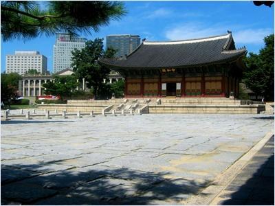 พระราชวังท็อกซู (Deoksugung Palace)