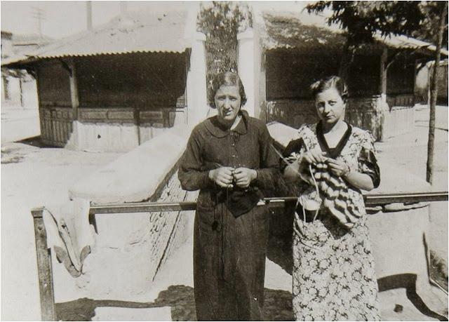 leganes_bn_V_Abuelohara_años40_mujeres_haciendo_punto