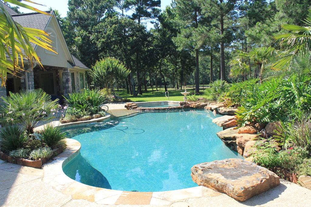 Tropical Backyards With A Pool - Home Decorating Ideas on Tropical Backyards  id=65812
