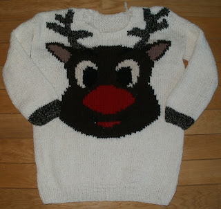 sweter na Boże Narodzenie z reniferem