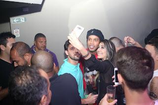 Ronaldinho parou a festa