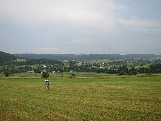 W drodze na Rotundę. Za nami panorama na Zdynię.