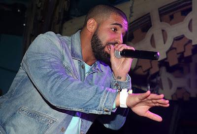 drake holding a mic