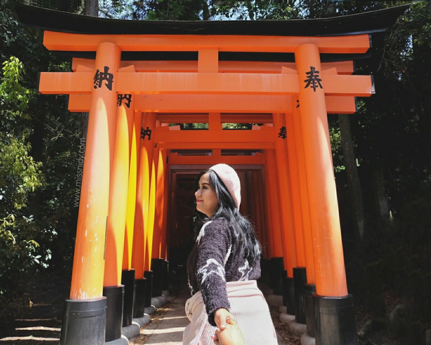 tori gate in fushimi inari kyoto