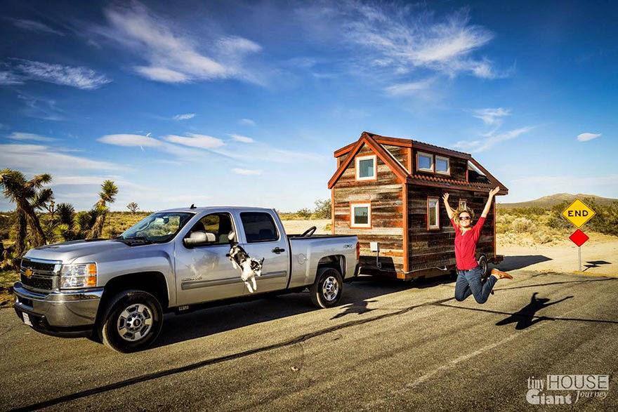 Casa o cabaña rodante en el camino