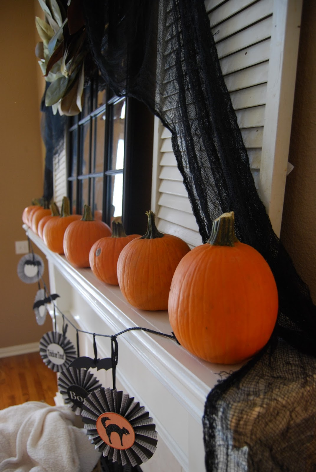 Momfessionals Halloween Decorating Part One