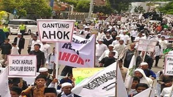 """""""Jika Pakai Hukum Islam, Penista Agama Sudah Dipenggal Lehernya"""""""