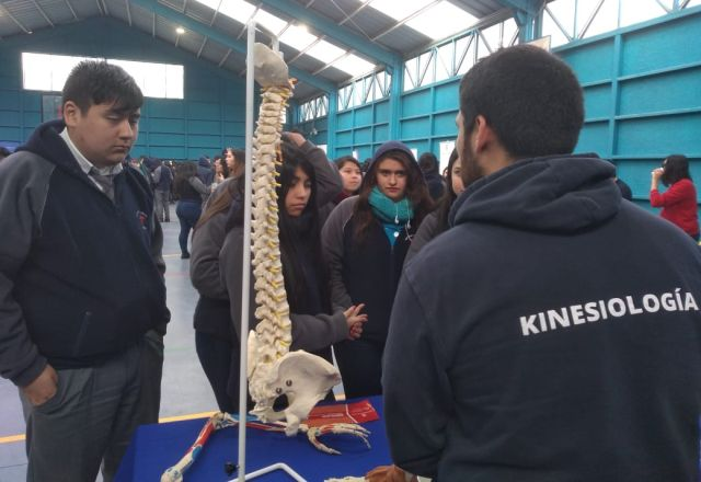 ULagos realizó Feria Vocacional en Instituto Comercial de Osorno