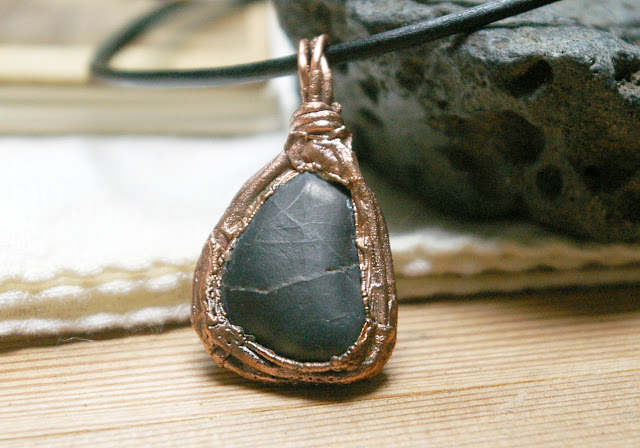 https://www.etsy.com/ca/listing/623304611/river-rock-basalt-pebble-pendant-boho