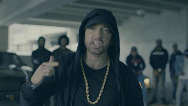 Eminem ataca Donald Trump e seus fãs que apoiam as politicas do Trump em seu free verse no Bet Awards 2017.