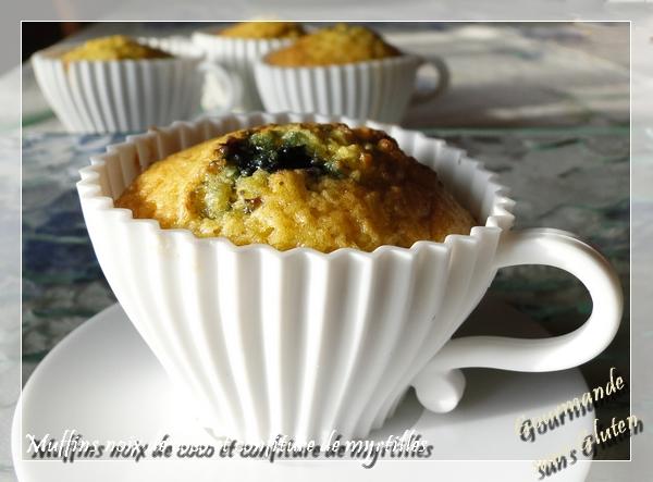 Muffins à la noix de coco et confiture de myrtilles