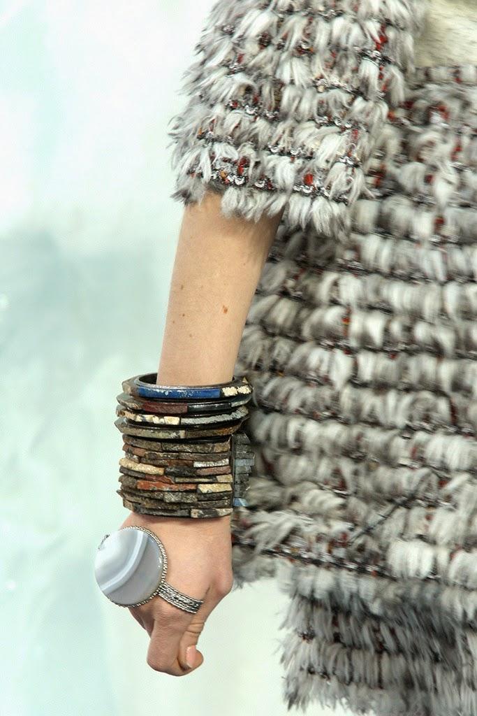 Hand cuff Chanel FW 2010-2011
