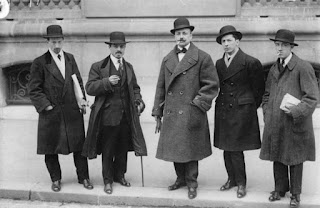 Russolo (left) with other Futursts in Paris in 1912
