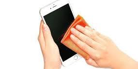 Cara Membersihkan Layar Smartphone Secara Mudah dan Aman