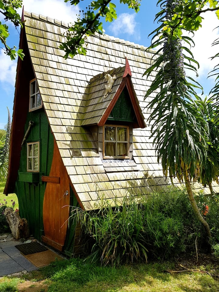 10-Fantasy-Architecture-with-the-Jack-Sparrow-House-www-designstack-co