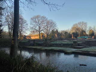 Scadbury manor surrounded by a moat of ice