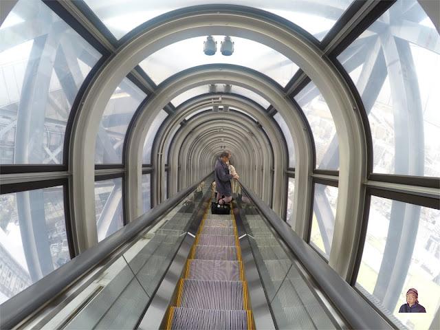 Eskalator menuju Umeda Sky Building