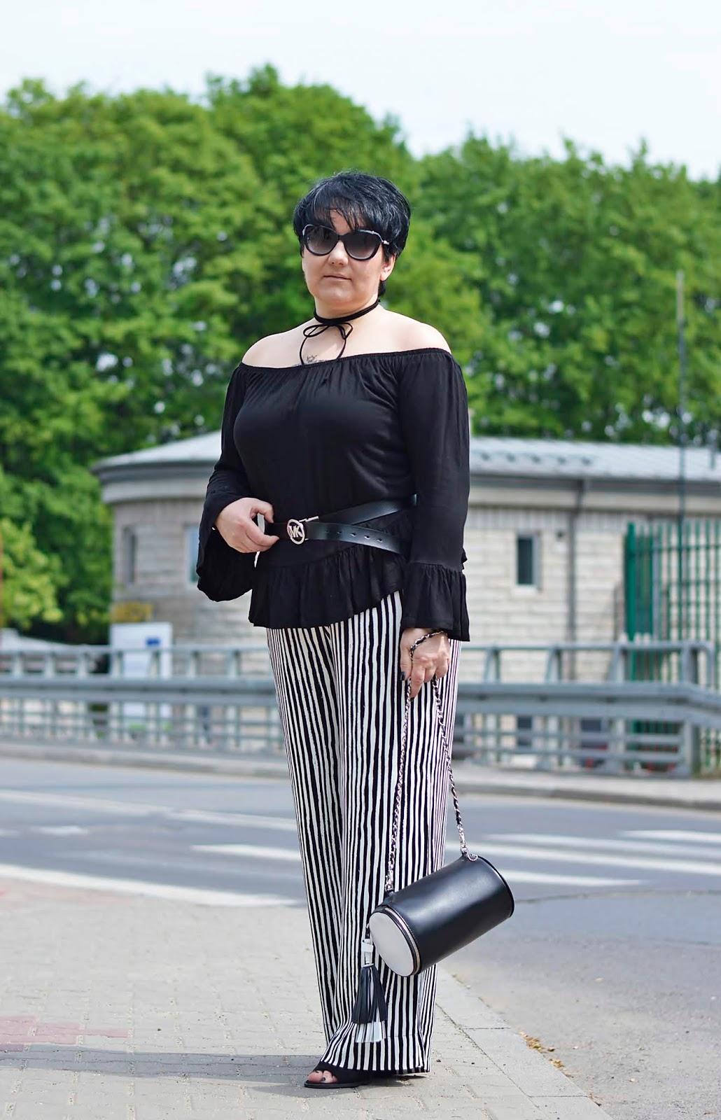 Szerokie Spodnie w Wąskie Paski   Wide Pants with Narrow Stripes