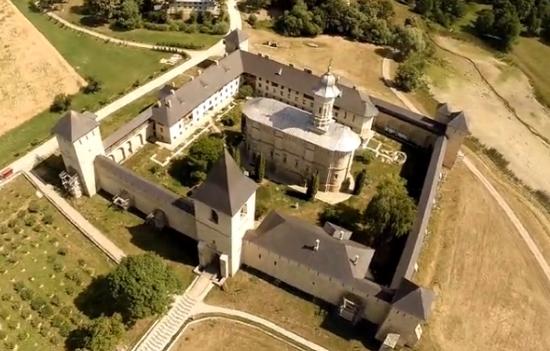 Vedere aeriana cu Manastirea Dragomirna