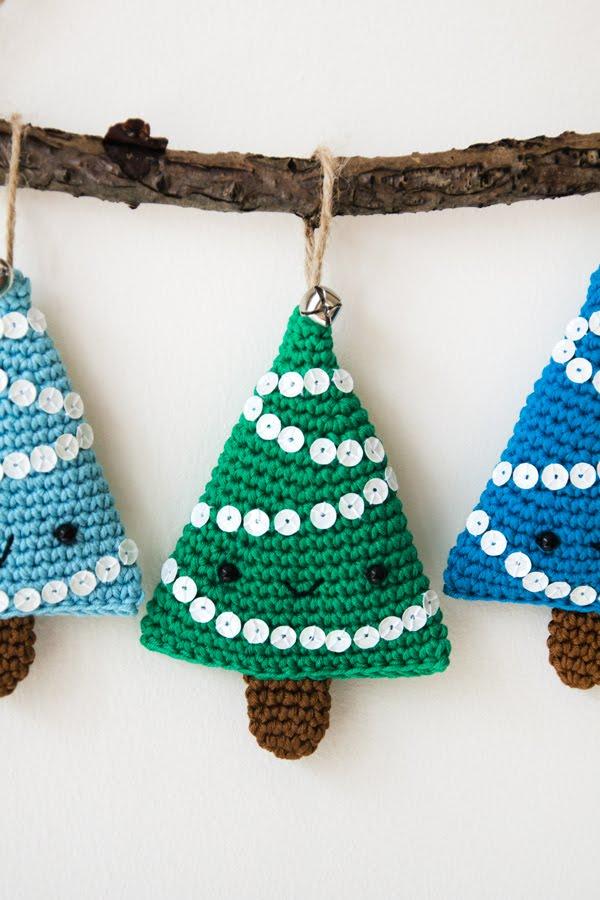 Penny the Pine Tree - Amigurumi Christmas Tree [Free Crochet Pattern] | 900x600