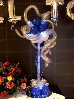 Centerpiece with balloons, lights and mirror