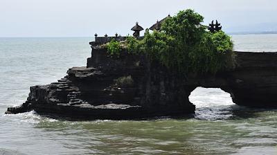Pura Tanah lot Bali-7+ Tempat Wisata Menarik di Bali yang Wajib Dikunjungi