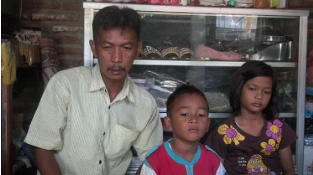Ayah Ini Menangis Begitu Mendengar Putrinya Yang Bekerja Menjadi TKW di Malaysia Sering Dipukul Majikannya.