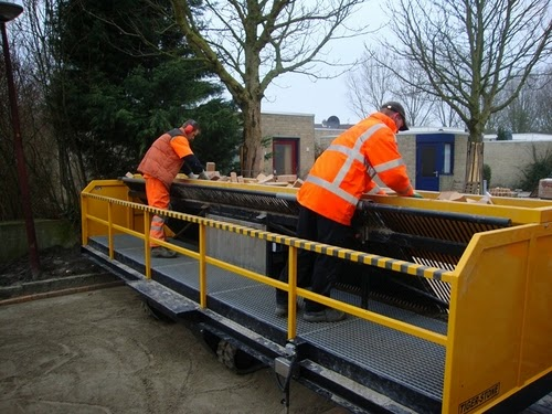 02-Tiger-Store-Super-Road-Paving-Machine-www-designstack-co