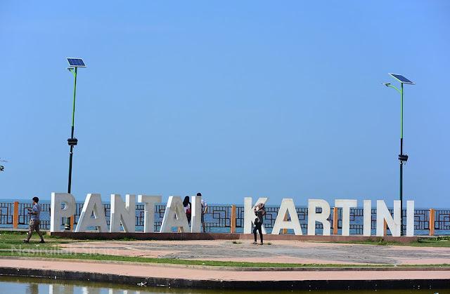 Suasana di Pantai Kartini, Jepara