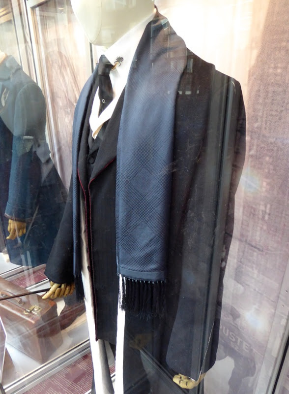 Percival Graves Fantastic Beasts costume detail