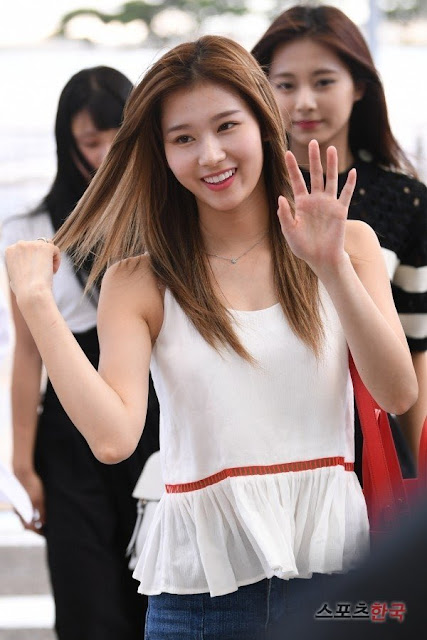 Twice Sana S Beauty Is Out Of This World Daily K Pop News