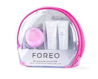 Set Foreo per la cura della pelle get up and glow cofanetto regalo di Natale sotto i 50 euro Mirtilla Malcontenta Beauty Blog