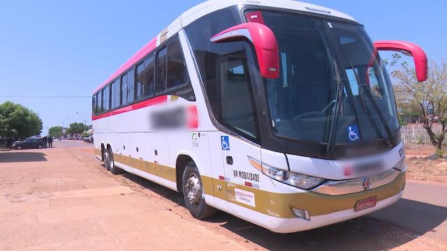 Jovem furta ônibus e danifica outros veículos ao andar pelas ruas de Cacoal