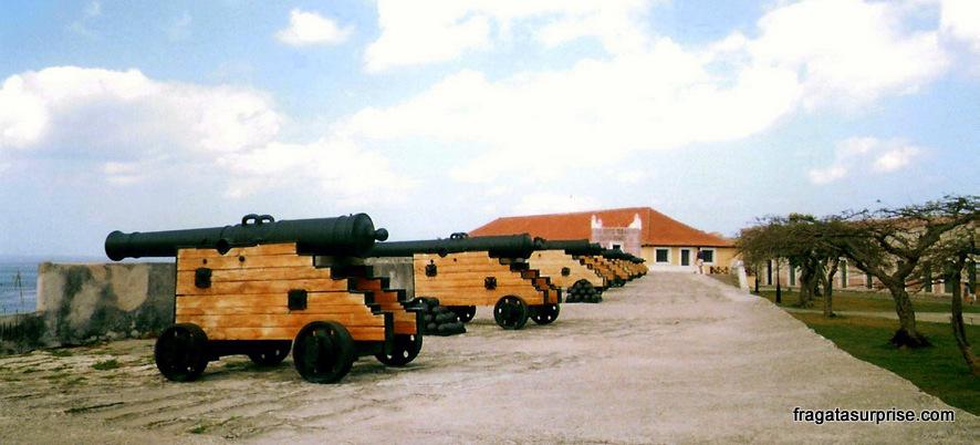 Bateria De Canhões Em La Cabaña